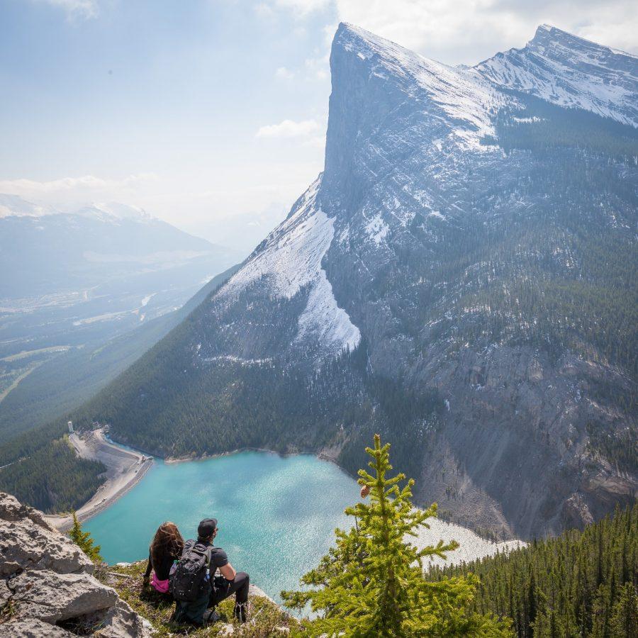 couple-lac-montagne